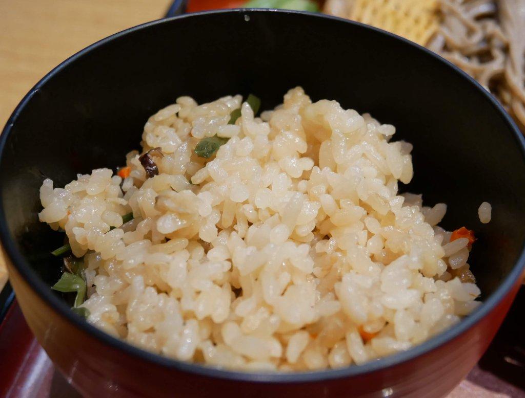 山菜かやくご飯